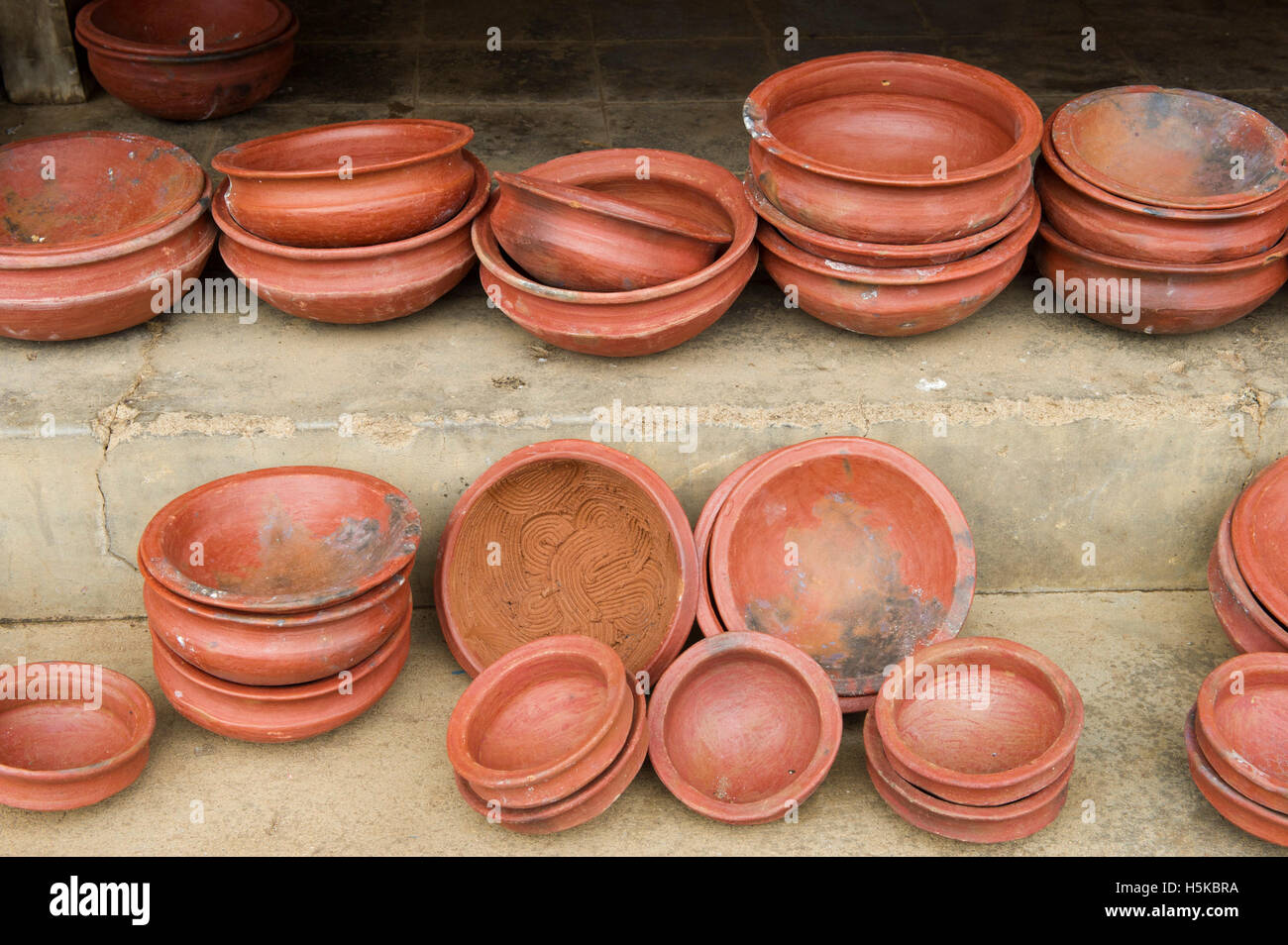 clay pot cooking for sale Clay cooking pots for sale in the market, Batticaloa, Sri Lanka