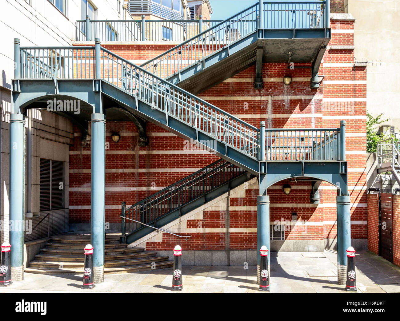 Stairs in Apothecary Street to pathway over railway line in London - Stock Image