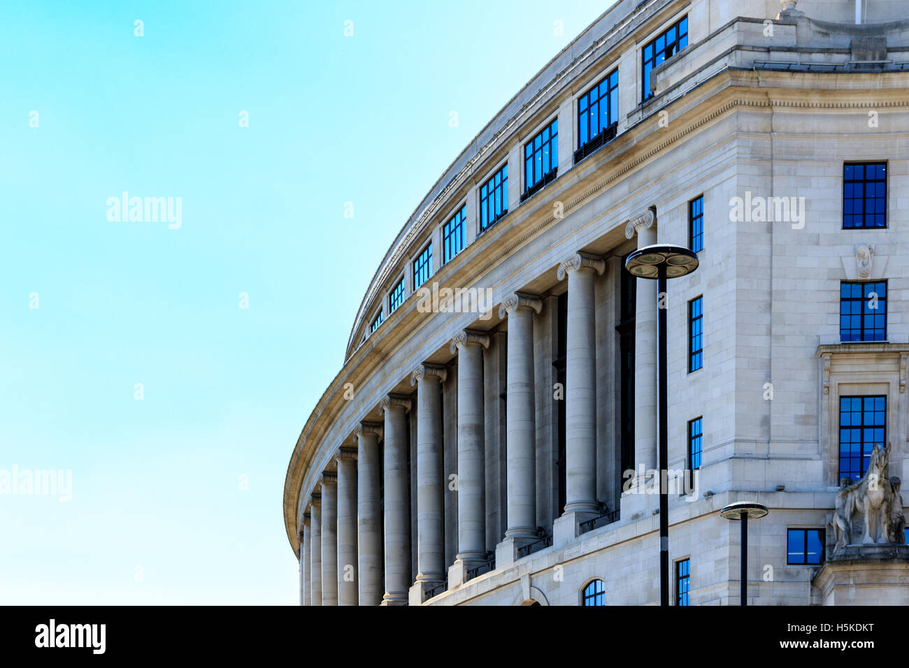 Unilever House, a office building in the Neoclassical Art Deco style with a curving frontage against a blue sky - Stock Image