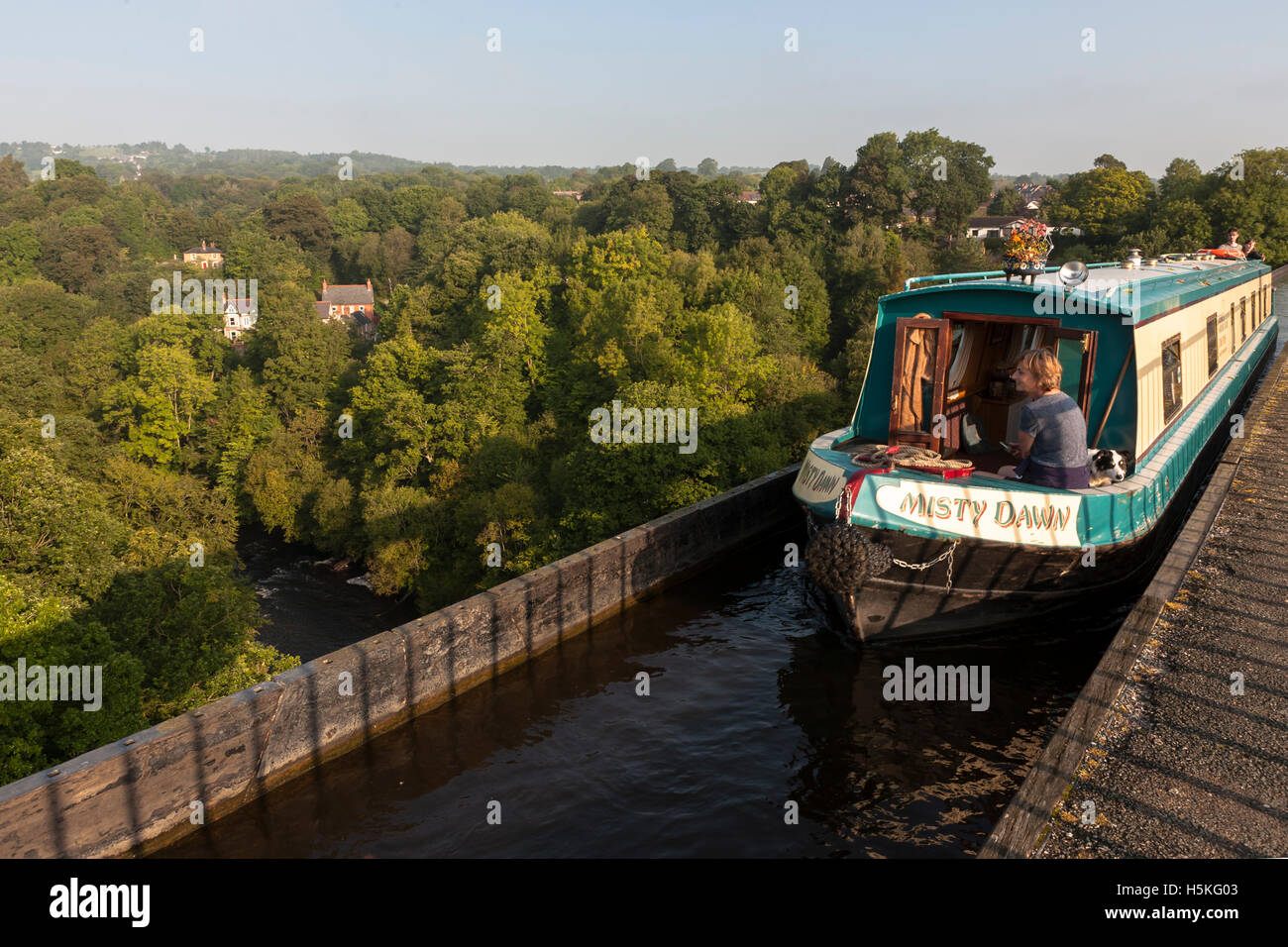 Narrowboat on the Pontcysllyte Aqueduct, Llangollen Canal, Wrexham, Wales.  MODEL RELEASED - Stock Image
