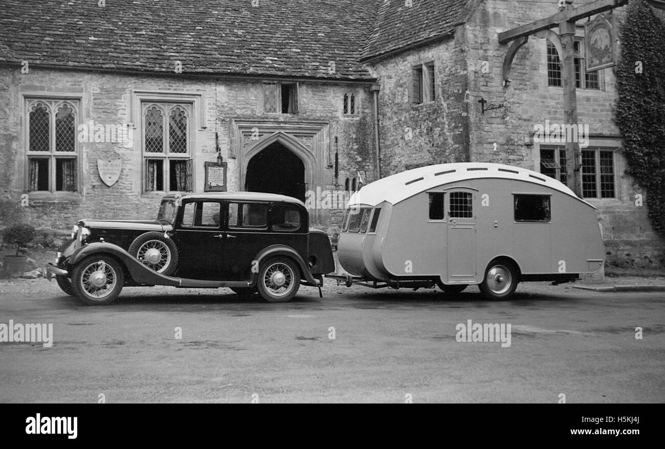 Austin Light 13.9 Ascot saloon 1935 with 1935 Winchester Royal caravan - Stock Image