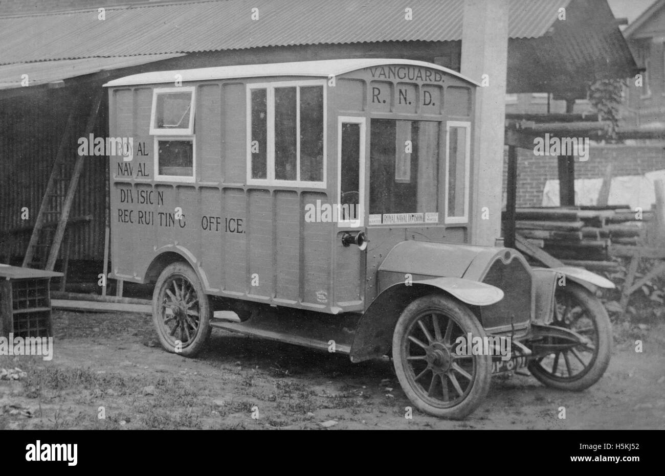 Crossley 1915  mobile Royal Naval Division Recruiting Office. Conversion by Hutchings - Stock Image