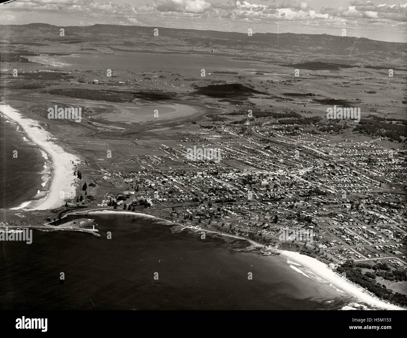 Wollongong looking south-west circa 1936 RAHS  [RAHSAdastra Aerial Survey - Stock Image