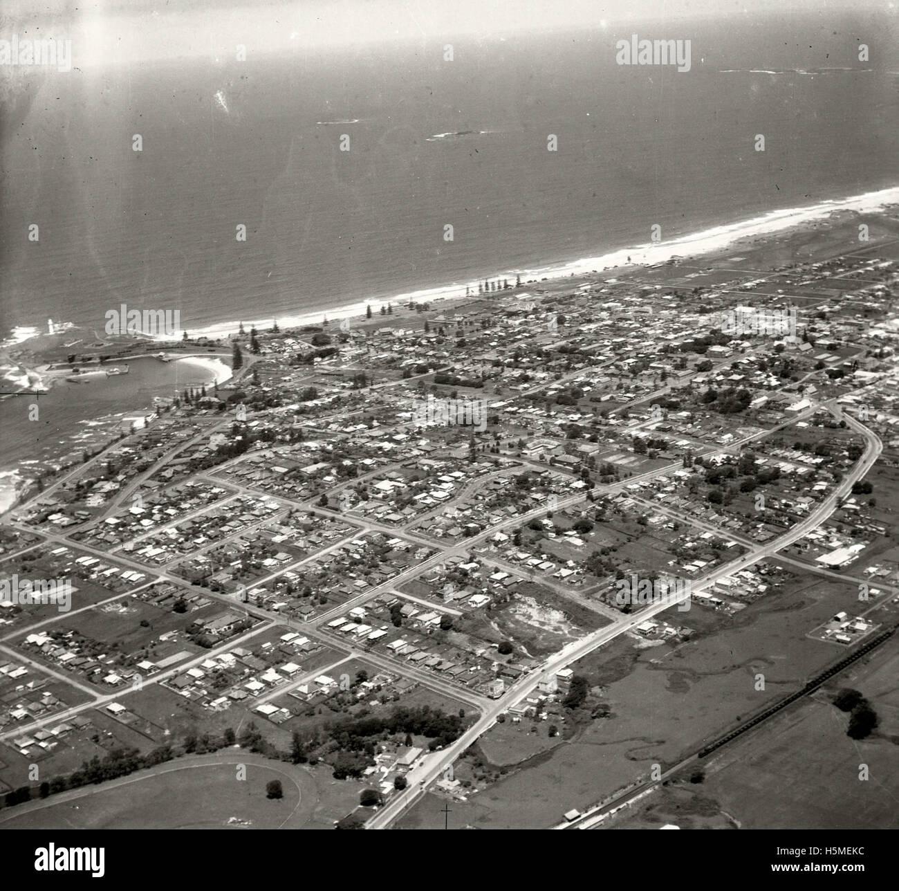 Wollongong looking south-east 26 November 1937 RAHS [RAHSAdastra Aerial Survey - Stock Image