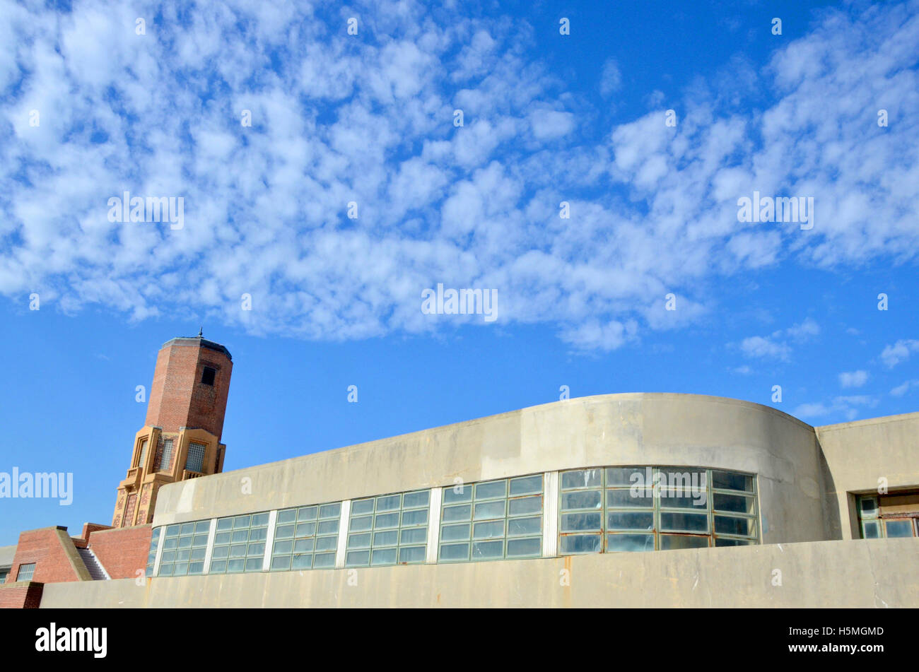 arc deco style bathhouse building at jakob riis beach brooklyn - Stock Image