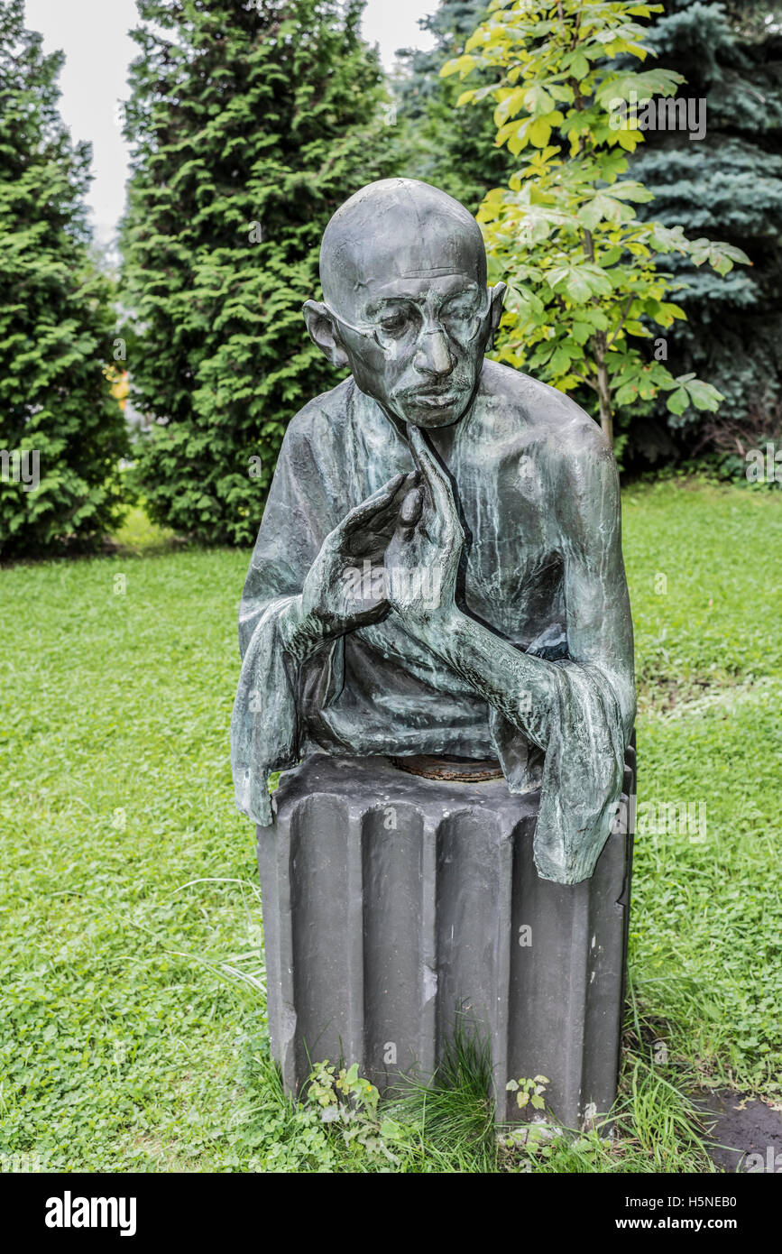 Moscow, Russia -September 09,2016: Sculpture 'Mahatma Gandhi' in the park Muzeon, bronze. Sculptor D. Ryabichev - Stock Image