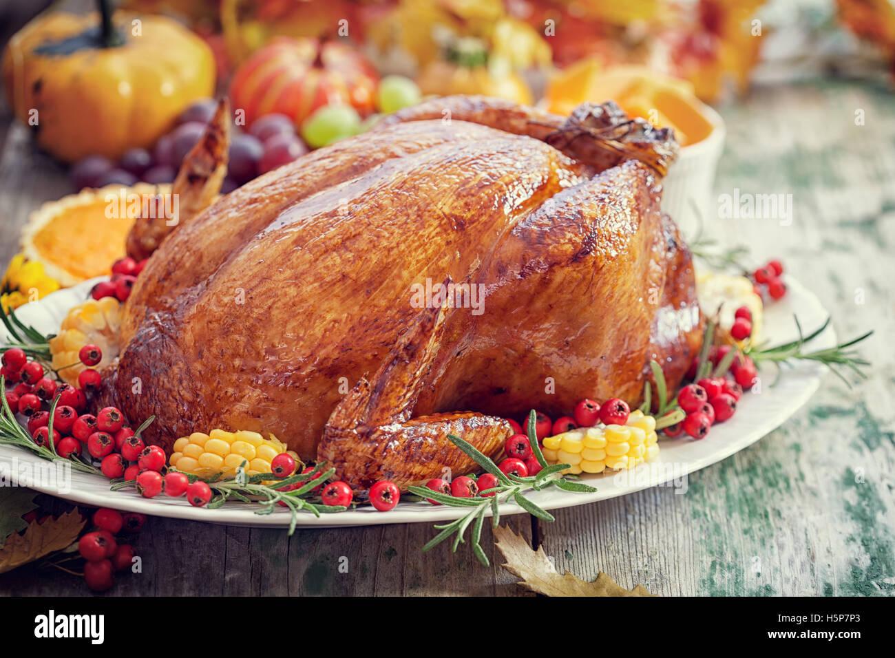 Thanksgiving Turkey dinner table setting & Thanksgiving Turkey dinner table setting Stock Photo: 124034907 - Alamy