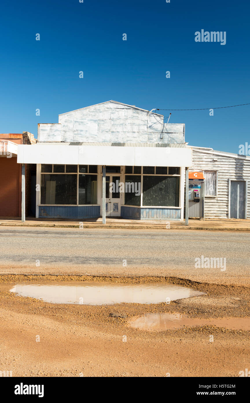 Closed shop in outback Western Australia - Stock Image