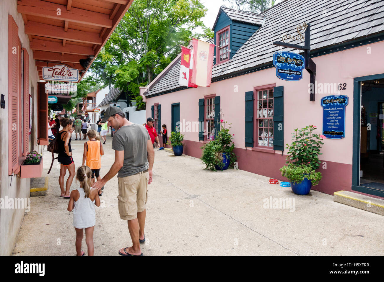 2ba60d483 St. Saint Augustine Florida St. George Street shopping father daughter -  Stock Image