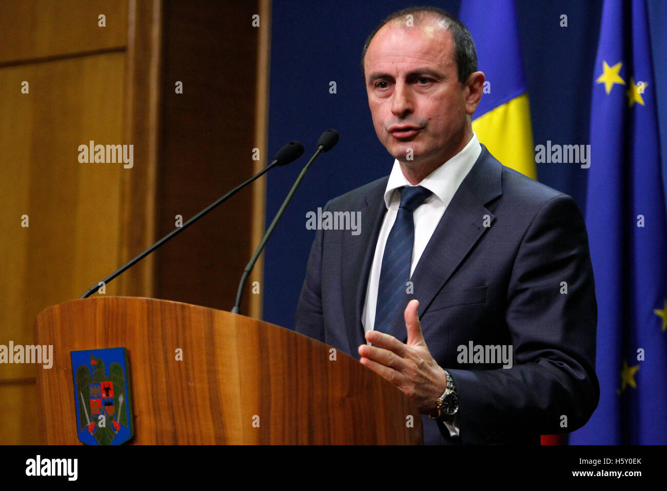 BUCHAREST, ROMANIA - OCTOBER 19, 2016: Romanian Minister of Agriculture and Rural Development, Achim Irimescu speaks - Stock Image