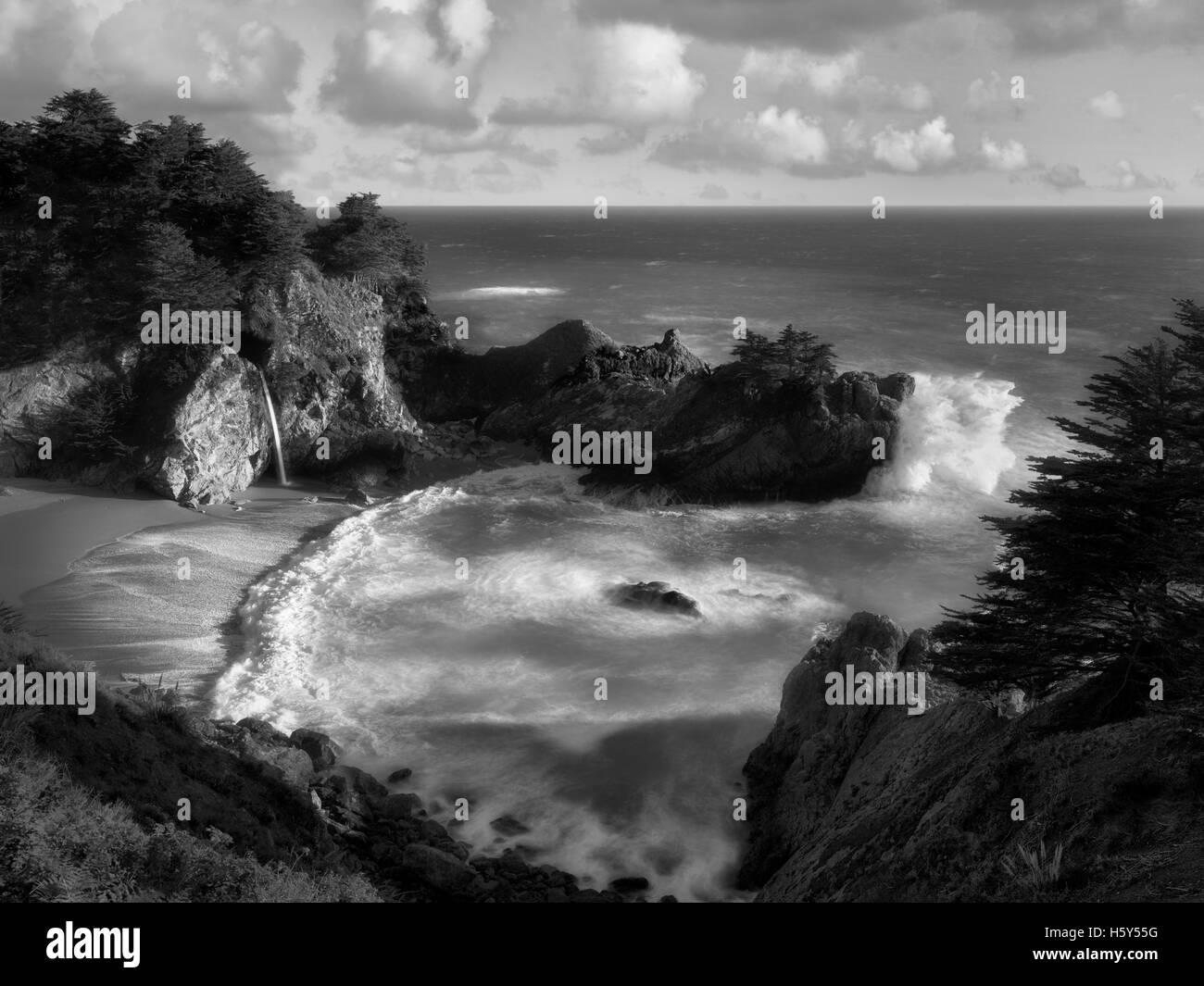 Waterfalls and ocean at Julia Pfeiffer State Park, California Stock Photo