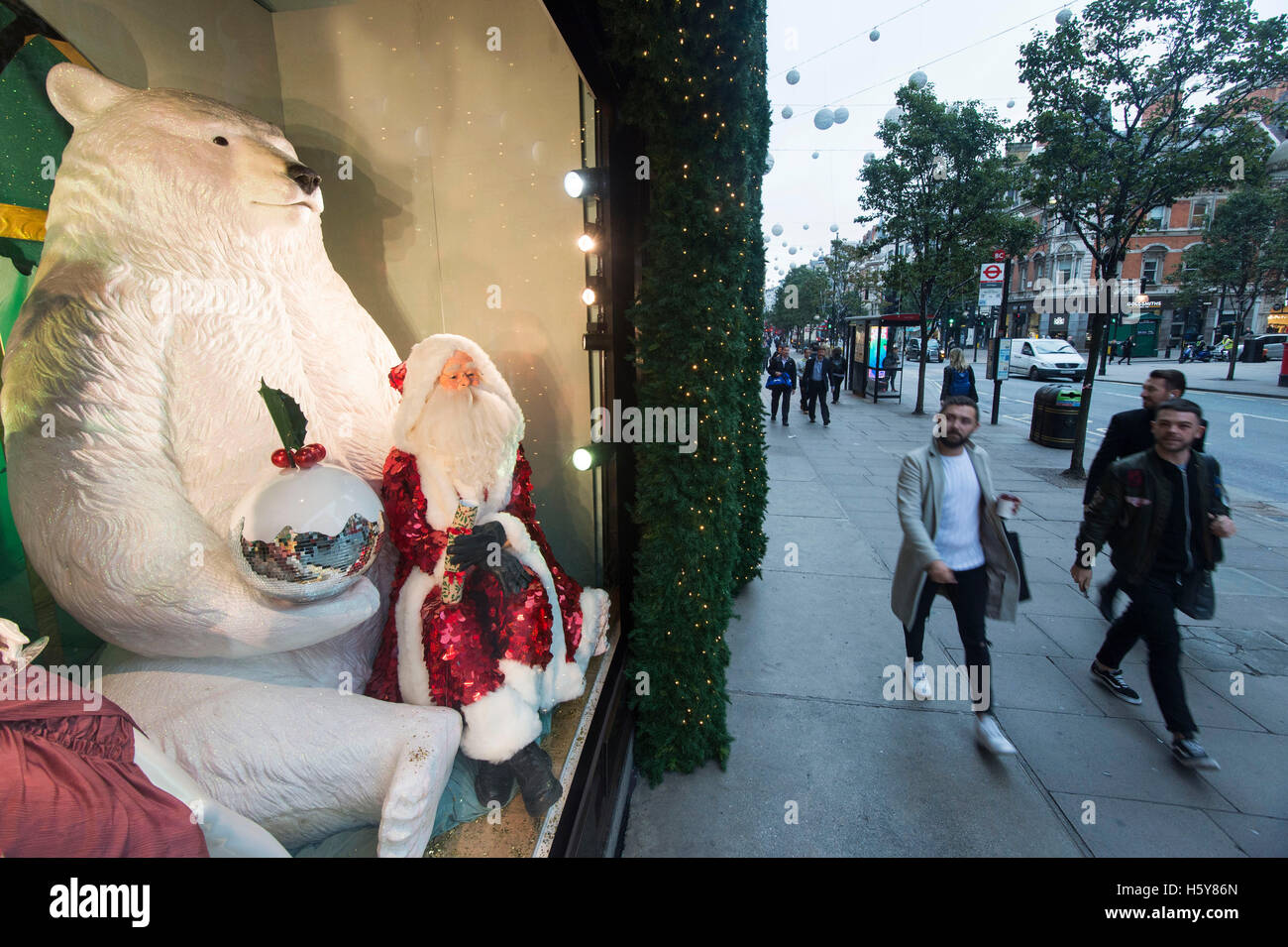 73f94edf2bca1 Shopping Window Selfridges Stock Photos   Shopping Window Selfridges ...