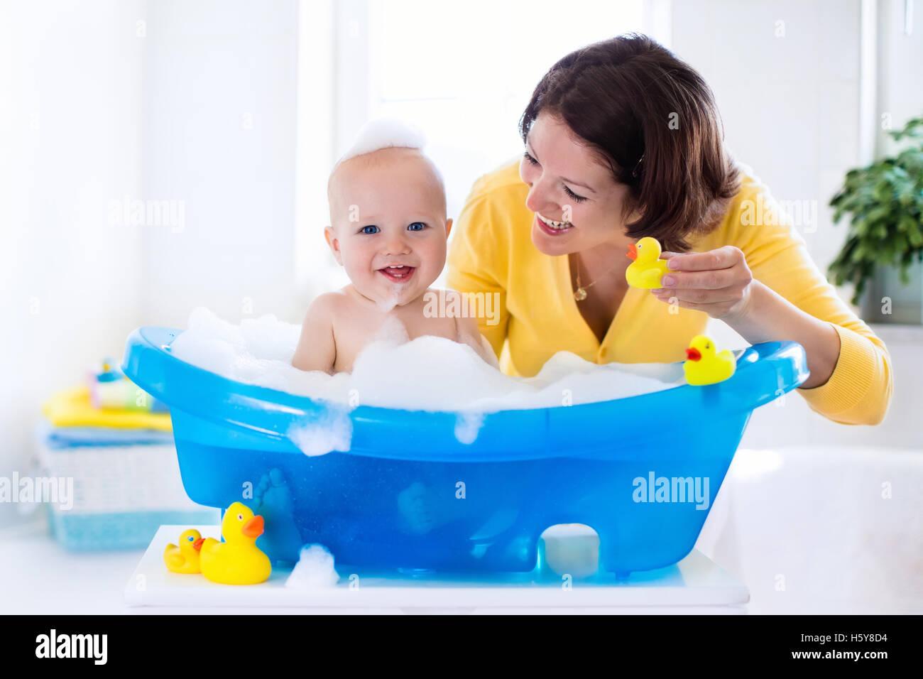 Newborn Baby Taking Bath Stock Photos & Newborn Baby Taking Bath ...