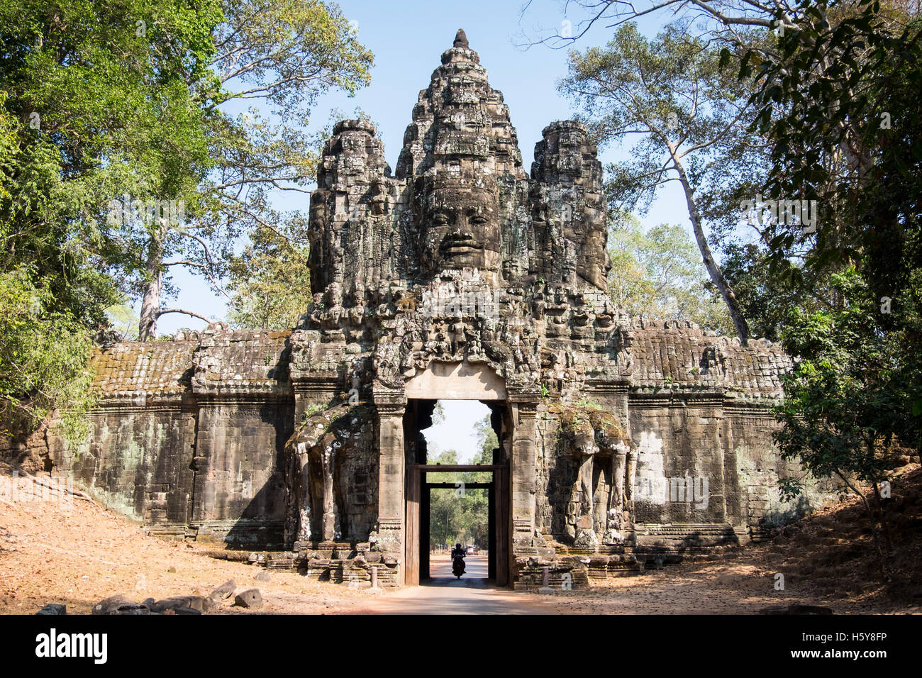 The eastern Victory gate at Angkor Thom - Stock Image