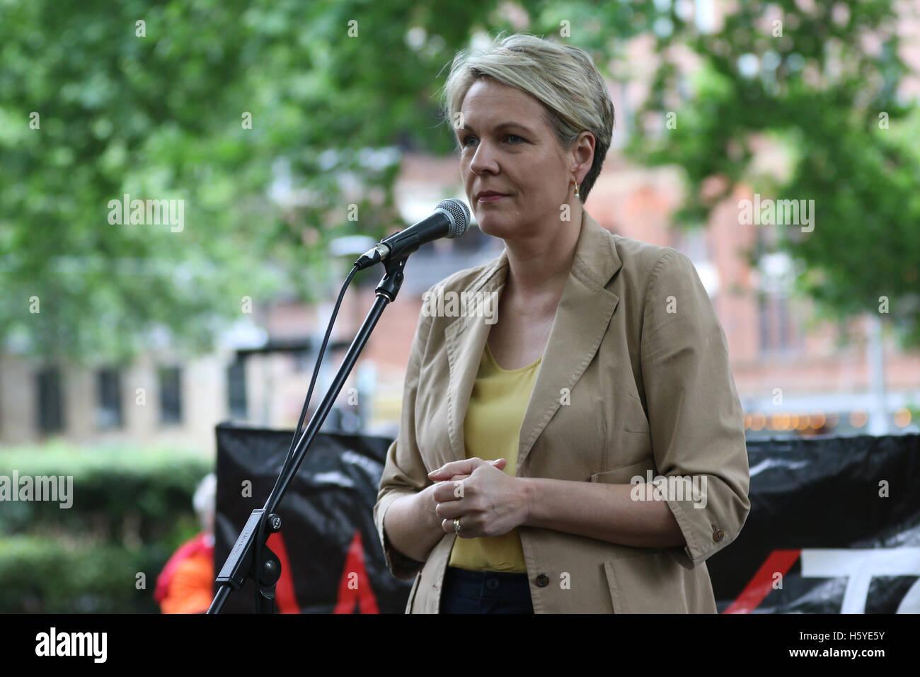 Sydney, Australia. 22nd Oct, 2016. Deputy Leader of the Opposition Tanya Plibersek was heckled by Dr Nicholas Riemer - Stock Image
