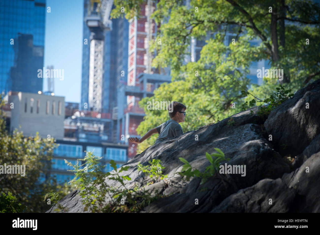 New york ny usa 15th oct 2016 holden crutchfield 9 of cobble new york ny usa 15th oct 2016 holden crutchfield 9 of cobble hill center climbs in a class by the movement creative parkour at central parks publicscrutiny Gallery