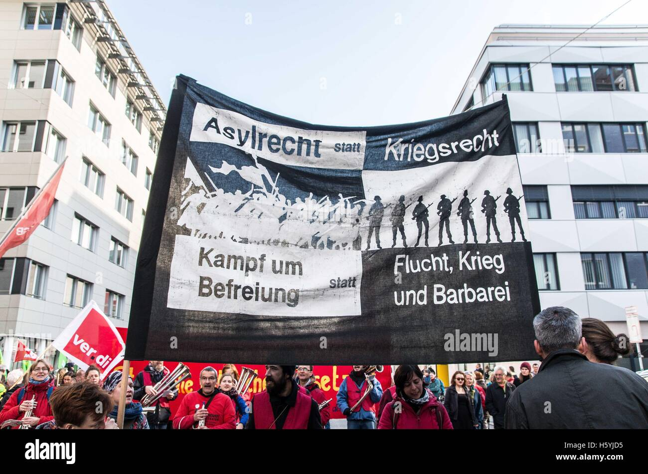 Munich, Germany. 22nd Oct, 2016. 1,800 Residents, students, and labor unions in Munich demonstrated against the - Stock Image