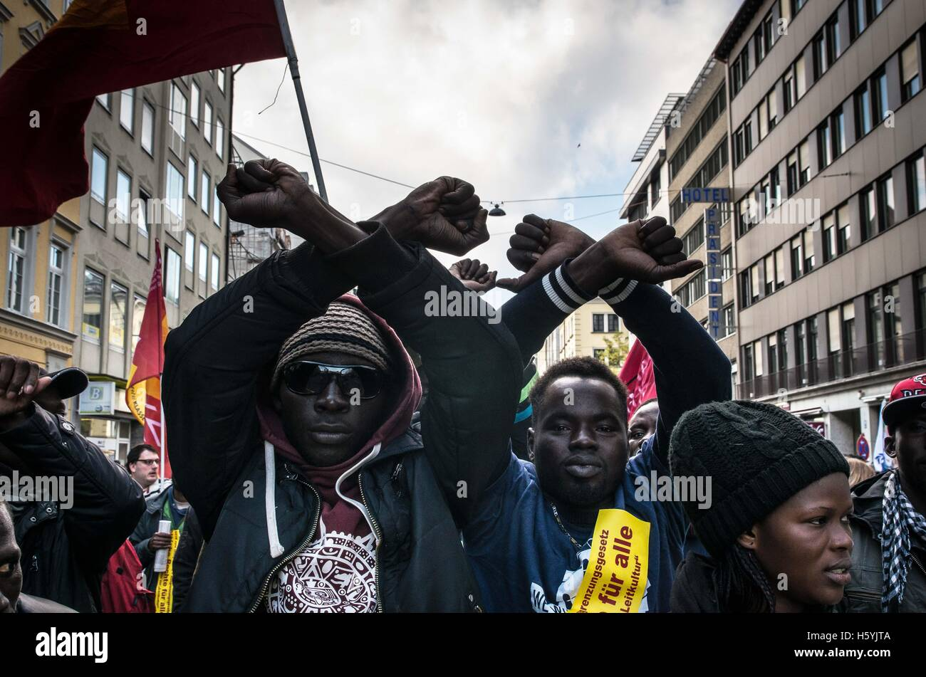 Munich, Germany. 22nd Oct, 2016. African men hold wrists together symbolizing incarceration. 1,800 Residents, students, - Stock Image