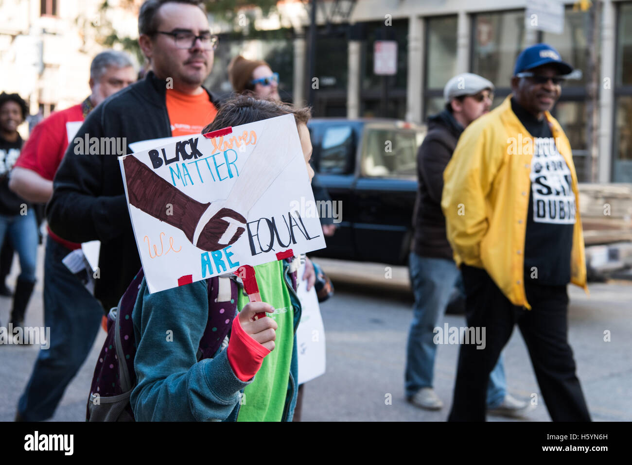 Cincinnati, OH, USA. 22nd October, 2016. A young protester holds a sign saying 'Black Lives Matter We are Equal - Stock Image
