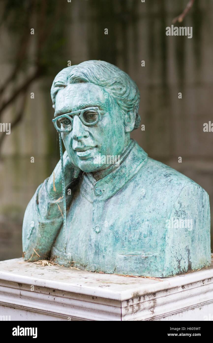 Statue of Sir Dr. Jagadish Chandra Bose at Christ's College, University of Cambridge - Stock Image