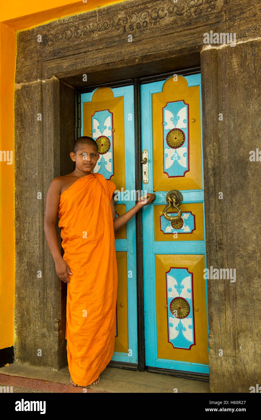 Monk at Dhowa rock temple, Ella, Sri Lanka - Stock Image