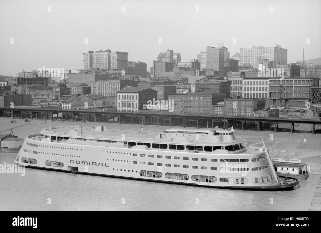 Modern Riverboat, Saint Louis, Missouri, USA, John Vachon for Office of War Information, May 1940 - Stock Image