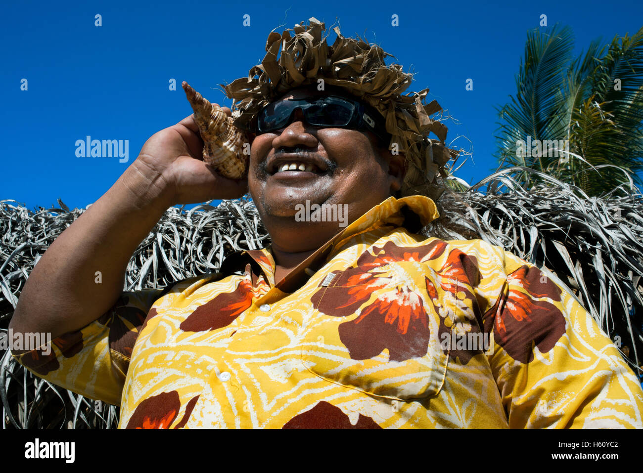 Aitutaki. Cook Island. Polynesia. South Pacific Ocean. Calling by phone with a shell in Aitutaki Punani Culture - Stock Image