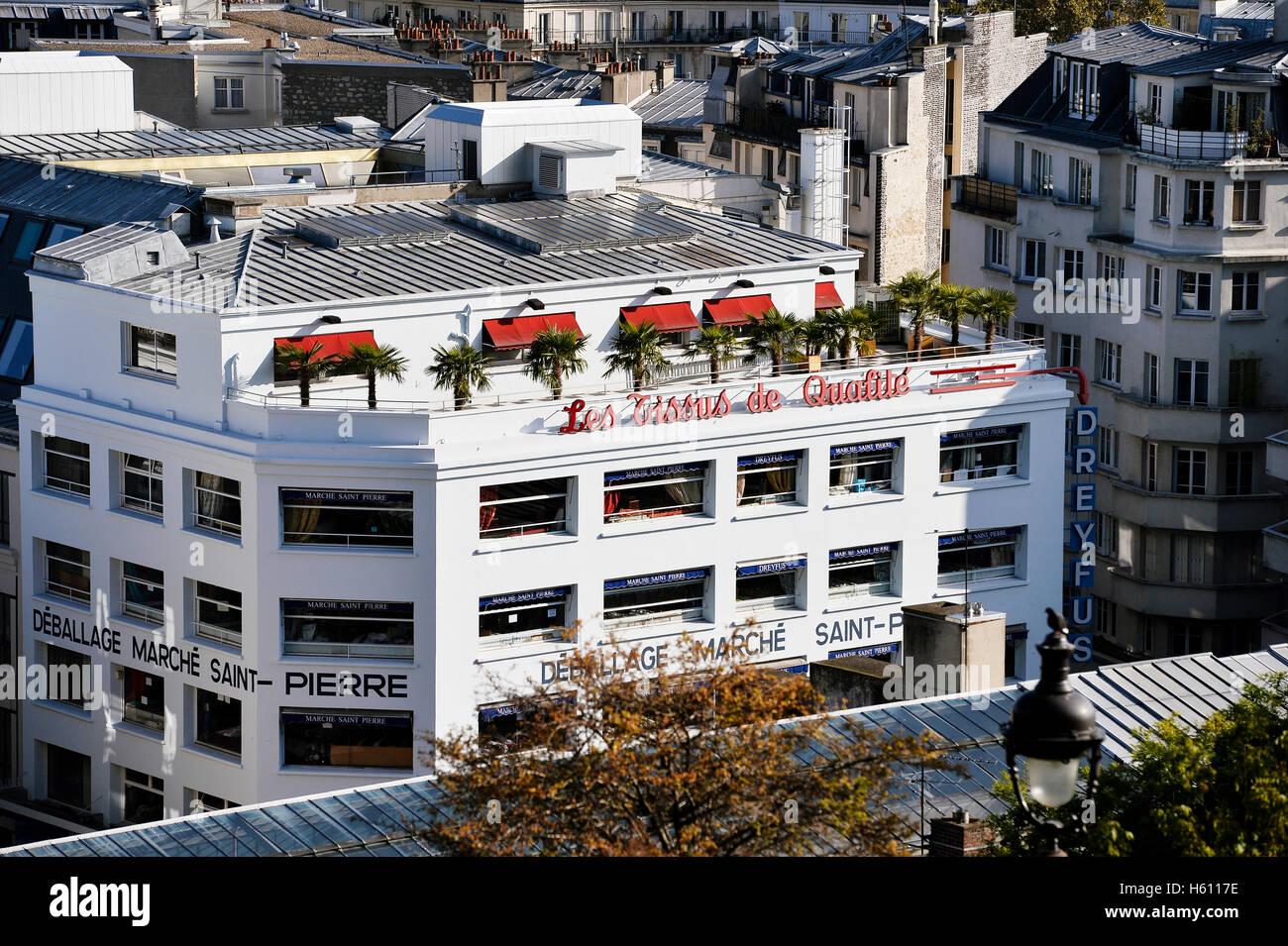 Marché Saint Pierre, Montmartre, Paris - Stock Image