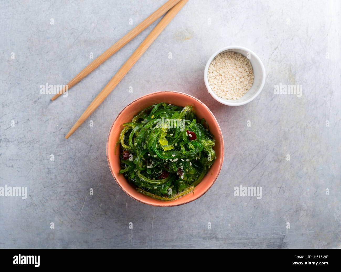 Wakame served with sesame seeds shot from above - Stock Image