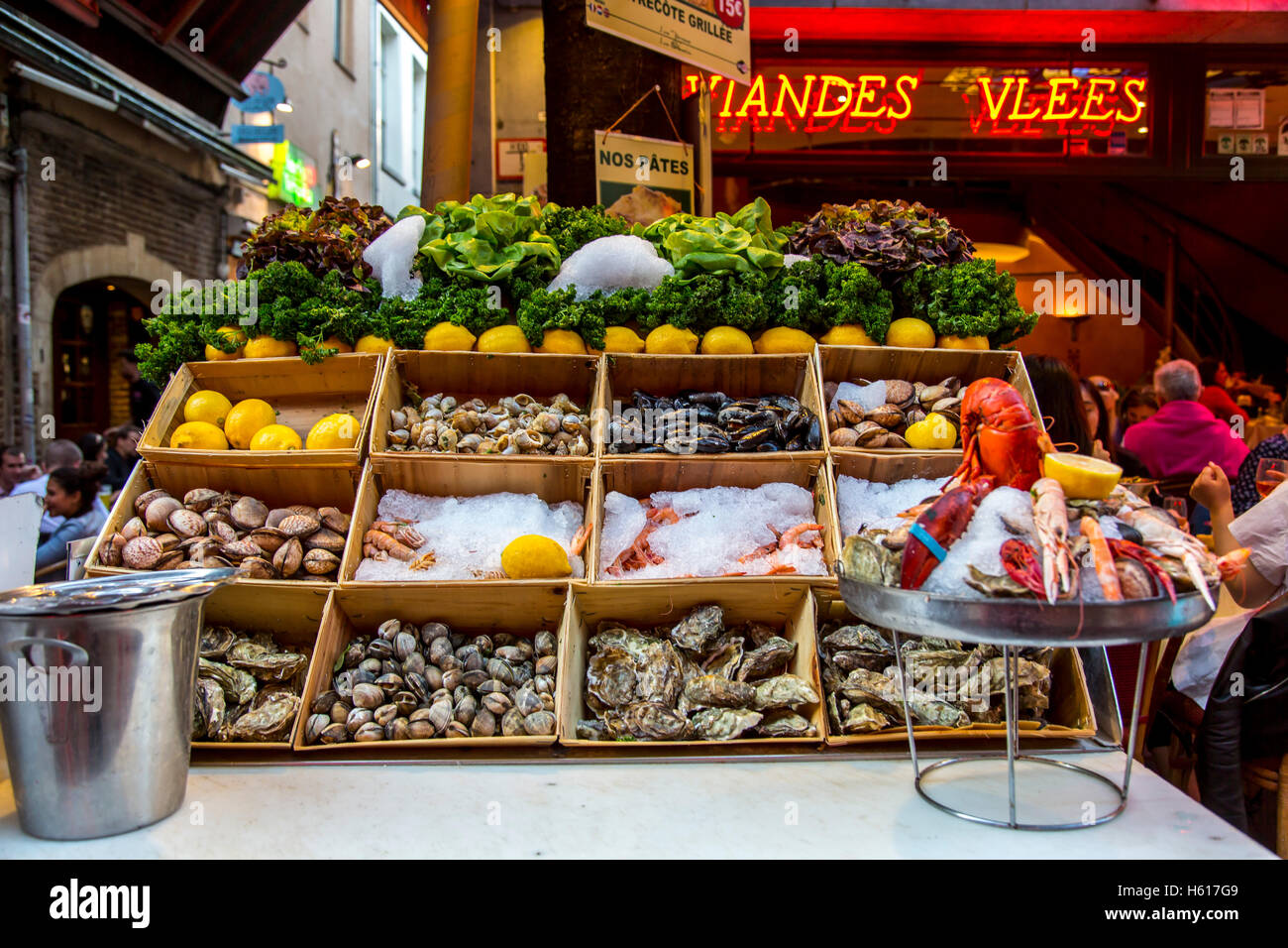 Restaurants, bars, cafes in the old town streets near the Grand Place, food lane,  Brussels, Belgium, shellfish, - Stock Image