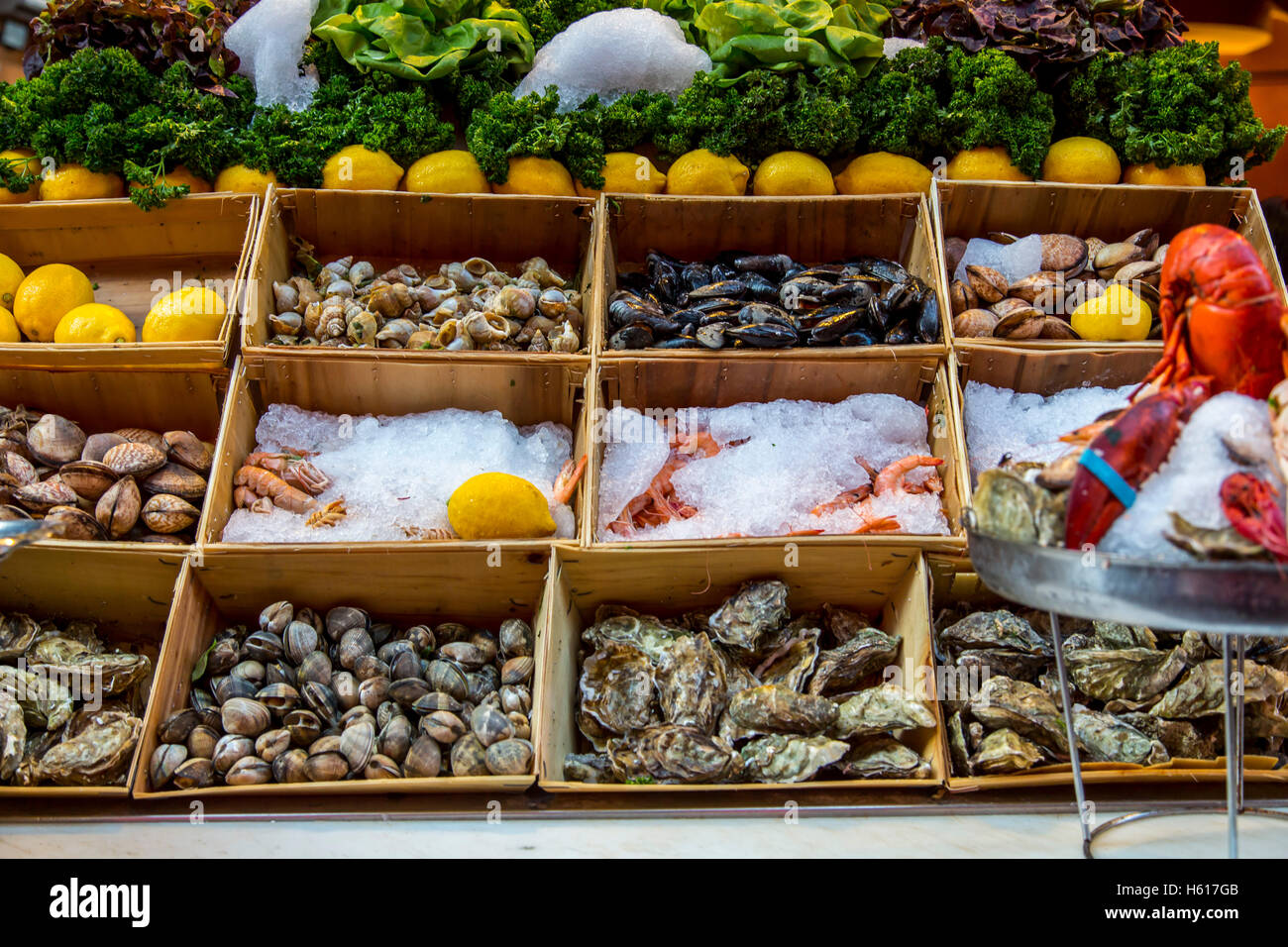 Restaurants, bars, cafes in the old town streets near the Grand Place, food lane,  Brussels, Belgium, seafood, oysters, - Stock Image