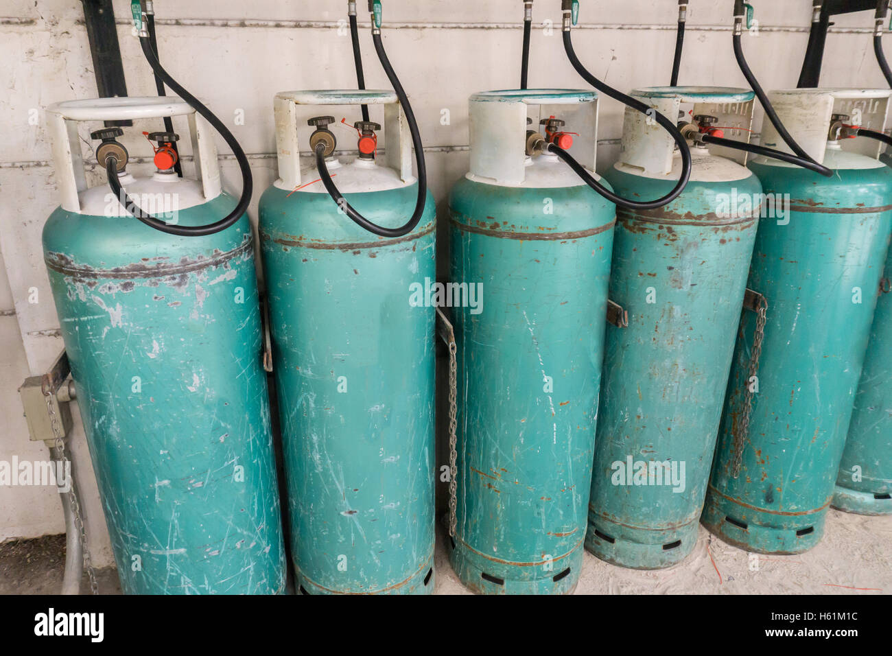 Domestic Gas Cylinder Stock Photos & Domestic Gas Cylinder Stock ...