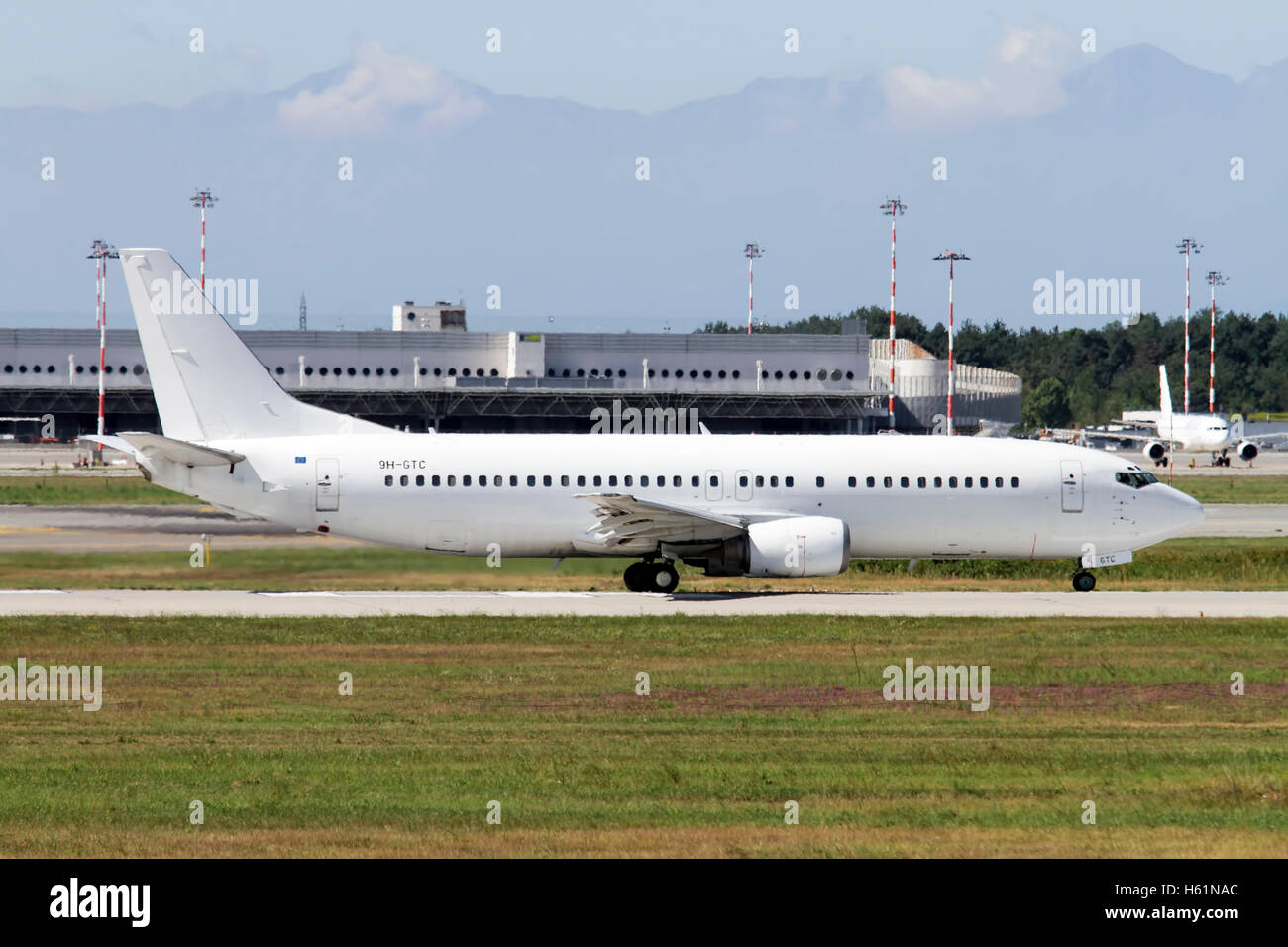 Air Horizont Boeing 737-430 Photographed at Malpensa airport, Milan, Italy (MXP / LIMC) - Stock Image