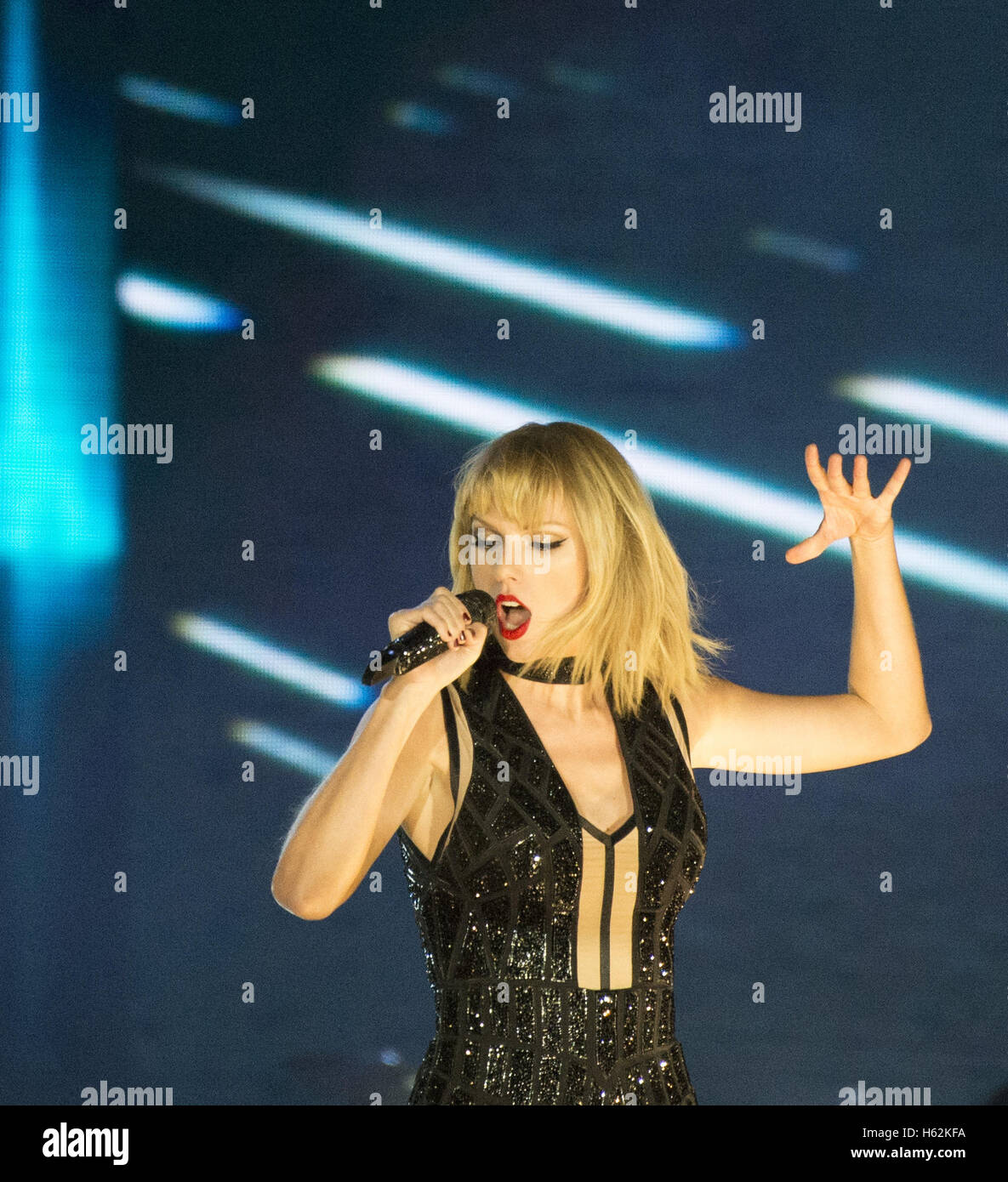 Austin Texas Usa 22nd Oct 2016 Taylor Swift Performing In Front Stock Photo Alamy