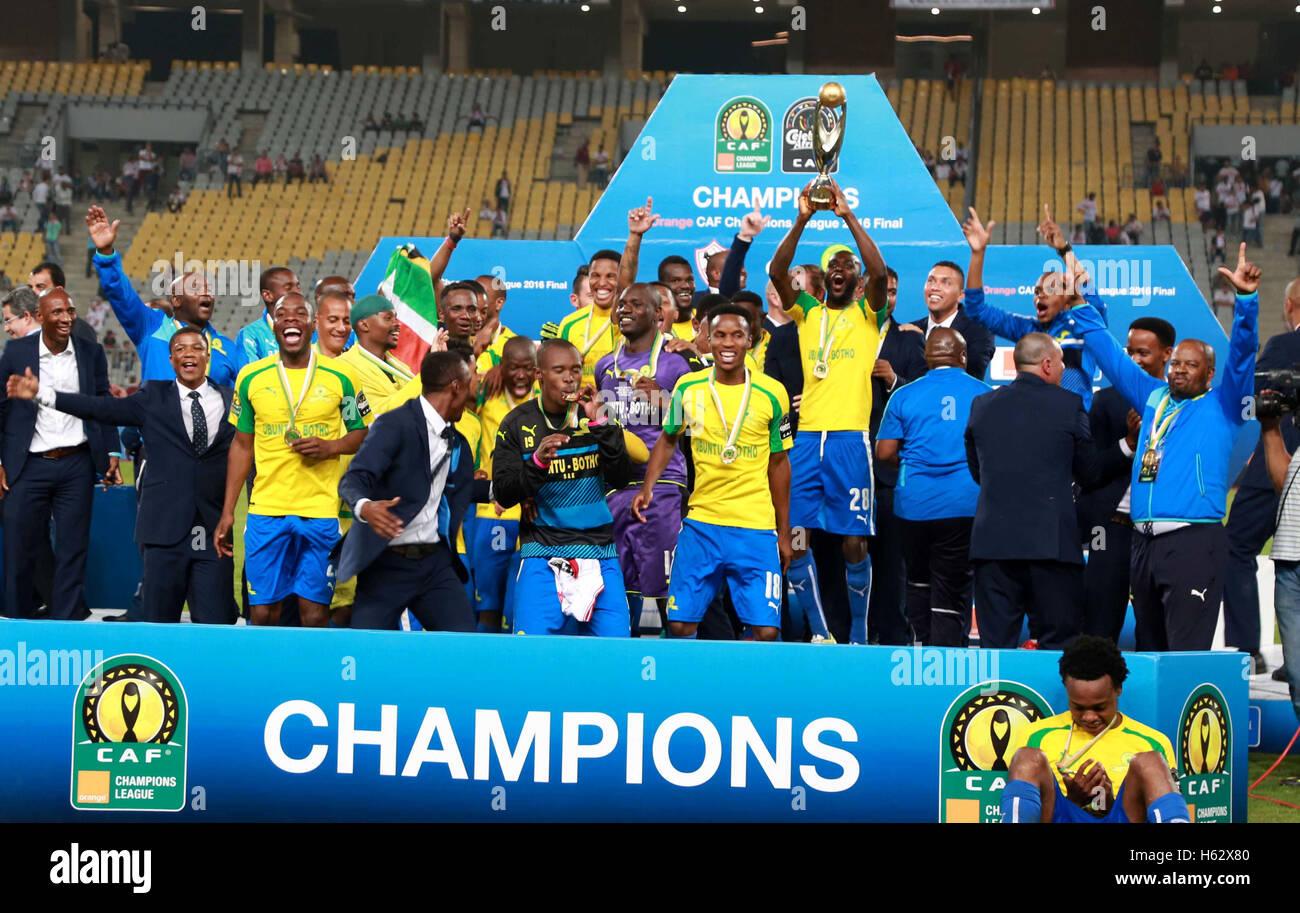 Alexandria, Alexandria, Egypt. 23rd Oct, 2016. South Africa's Mamelodi Sundowns players celebrate after winning - Stock Image