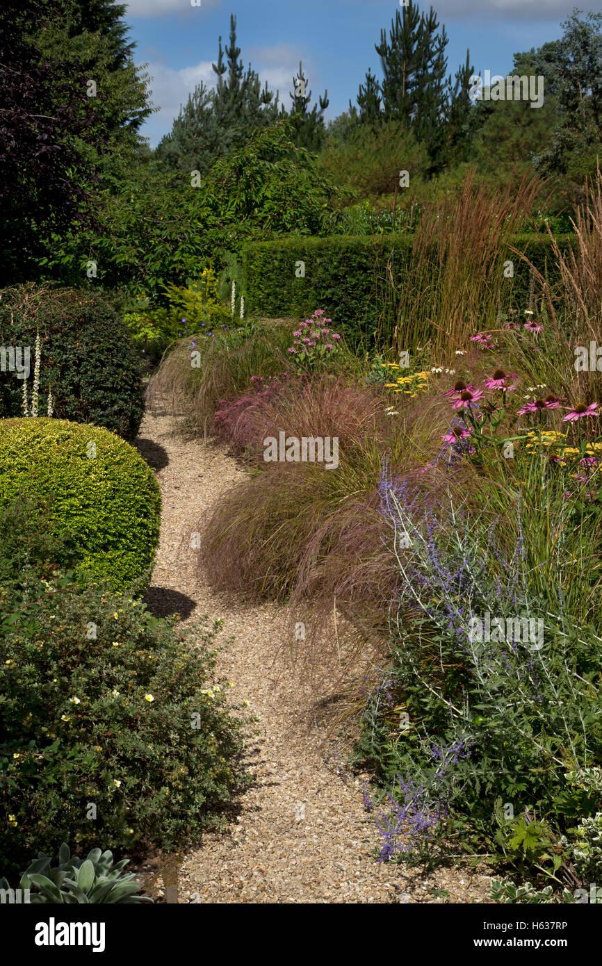 English Cottage Garden Gravel Path Stock Photos & English Cottage ...