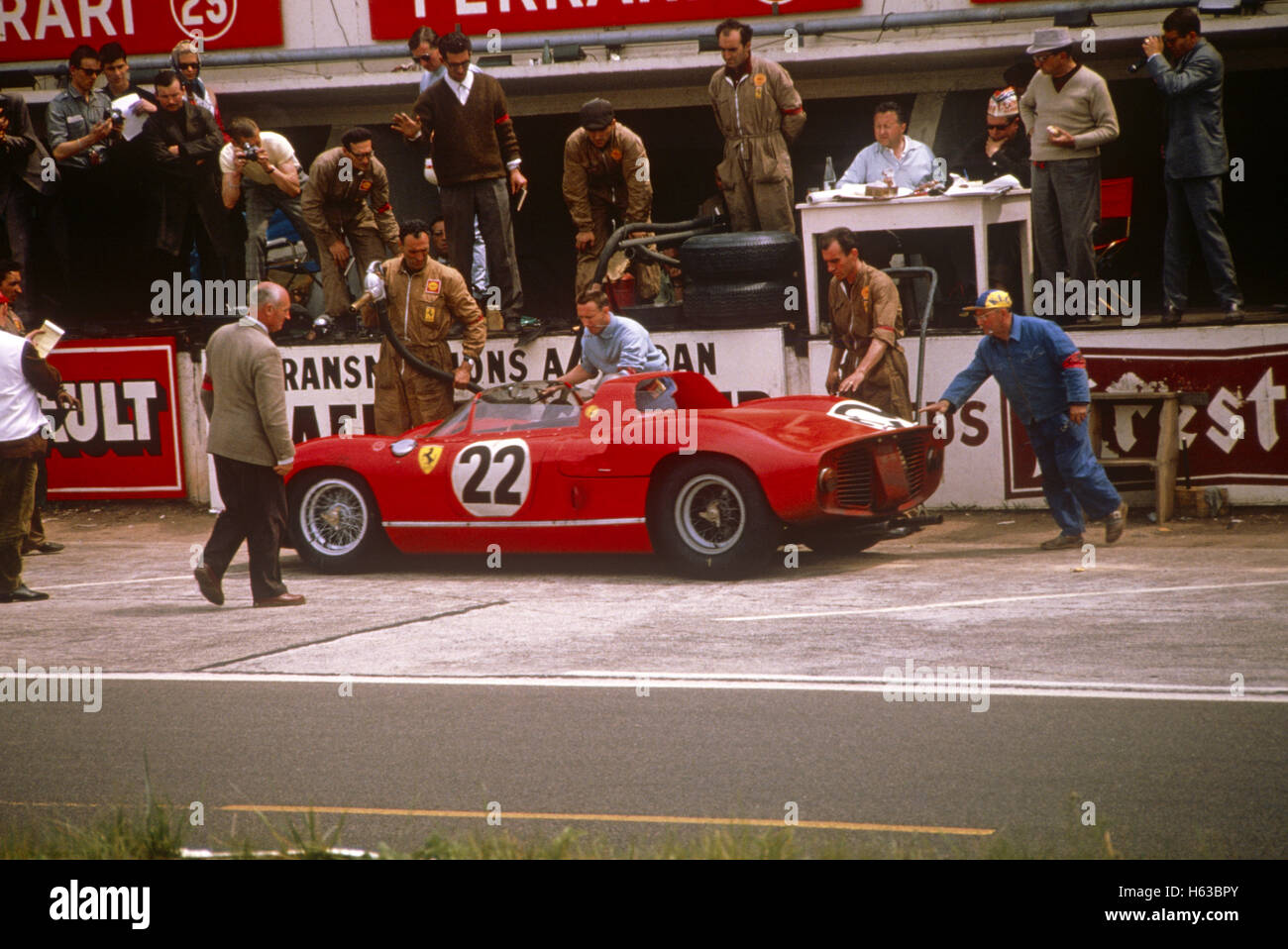 22 Mike Parkes Umberto Maglioli in a Ferrari 250P finished 3rd in Le Mans 16 June 1963 Stock Photo