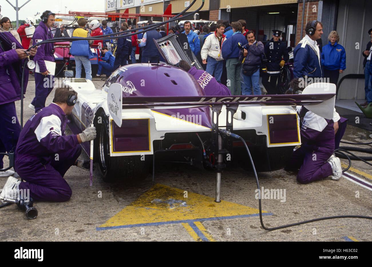 Silk Cut Jaguar XJR-9 pit stop 1989 Stock Photo: 124235778 ...