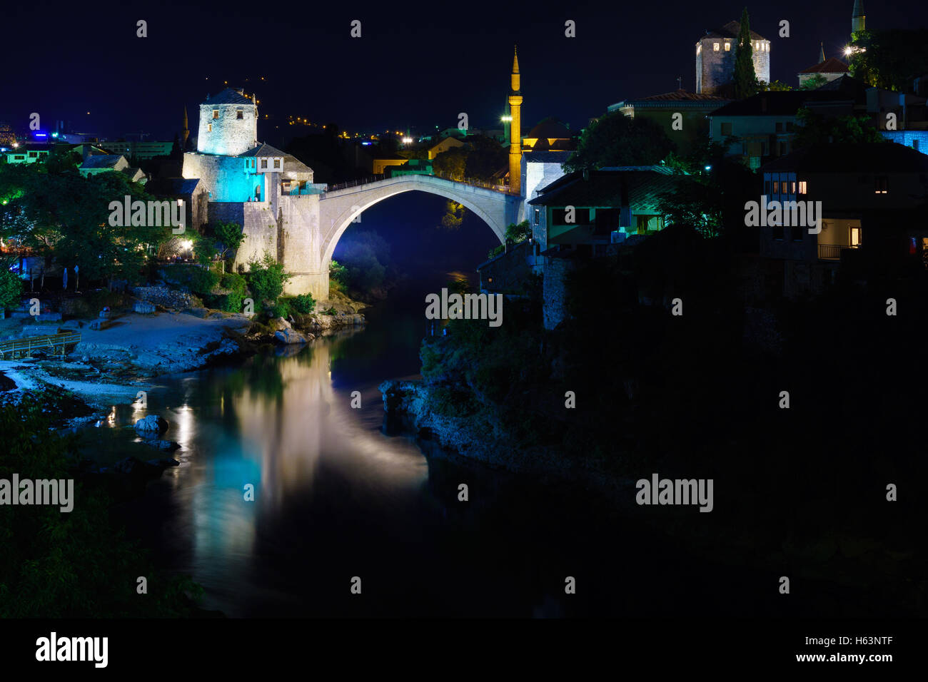 The old city and the restored Old Bridge (Stari Most) at night, in Mostar, Bosnia and Herzegovina - Stock Image