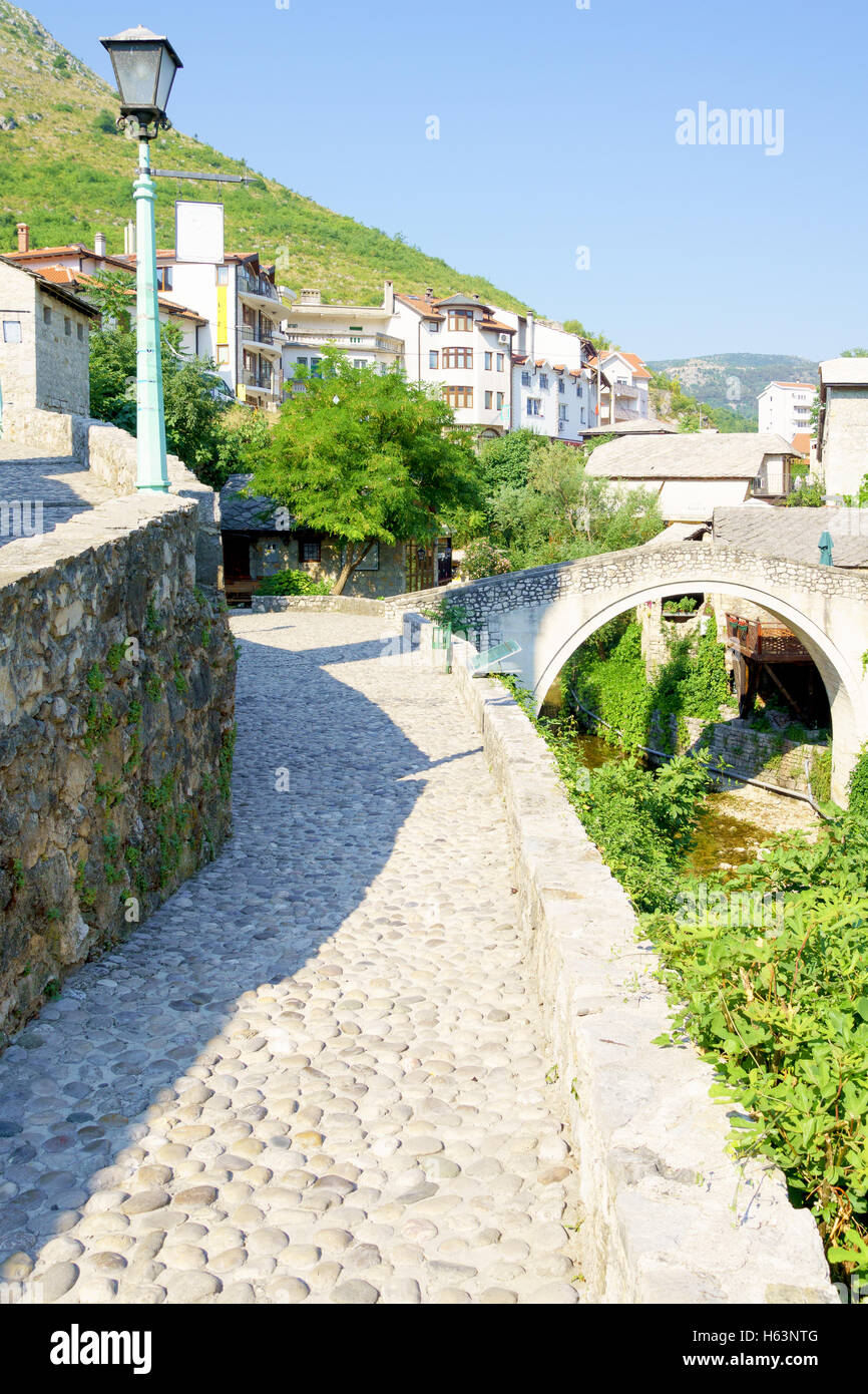 The Crooked Bridge in the old city of Mostar, Bosnia and Herzegovina - Stock Image