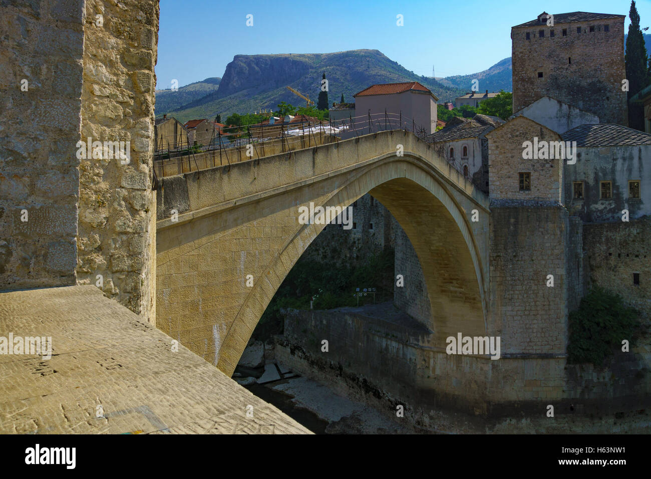 The old city and the restored Old Bridge (Stari Most), in Mostar, Bosnia and Herzegovina - Stock Image