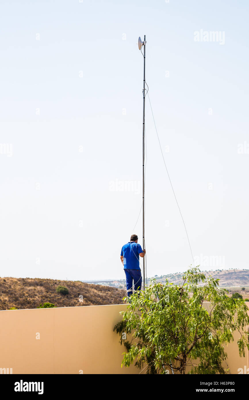 Installation of a radio frequency internet antenna receiver