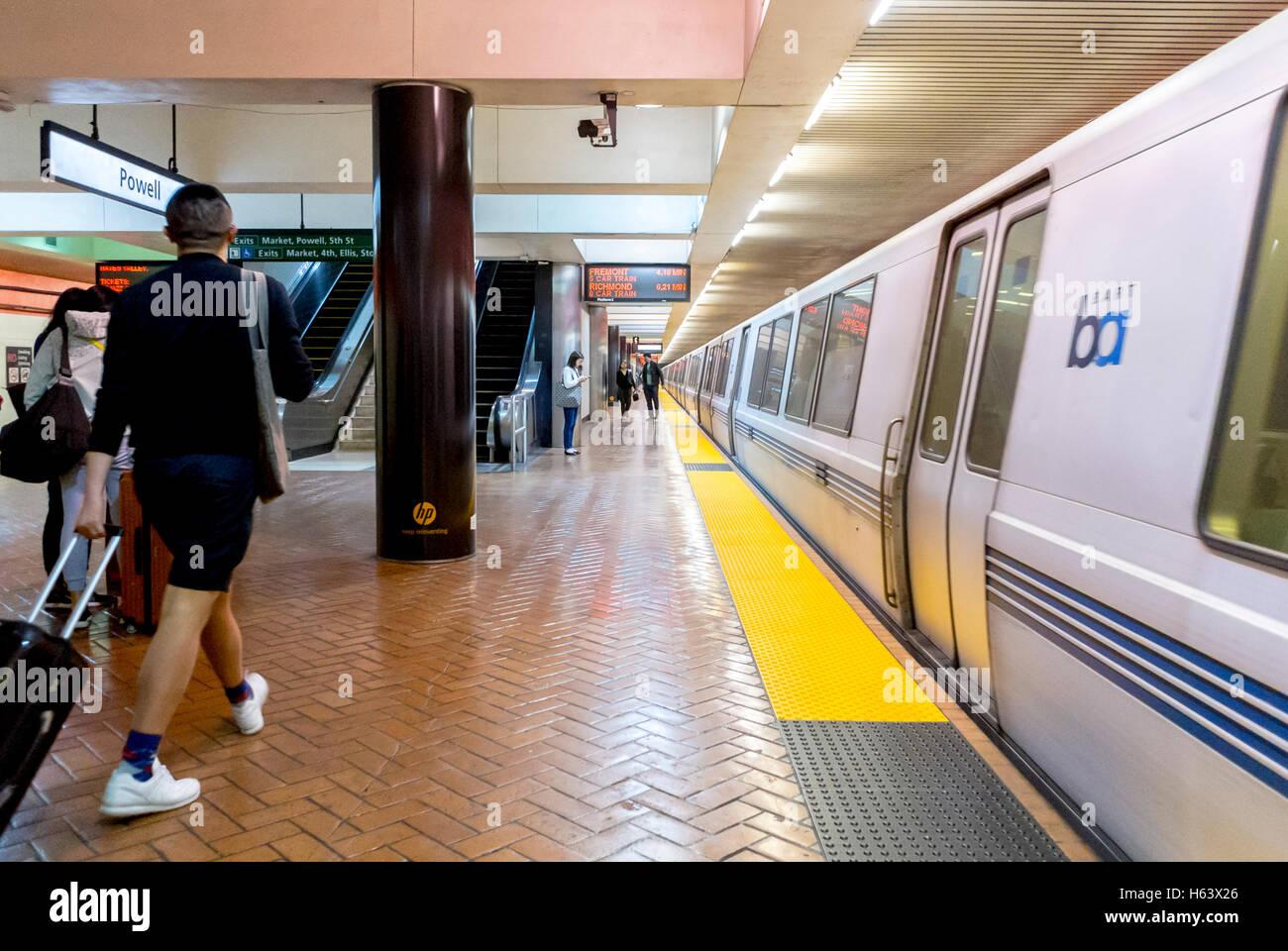 San Francisco, CA, USA, People on Platform in BART Subway Station Scenes, - Stock Image