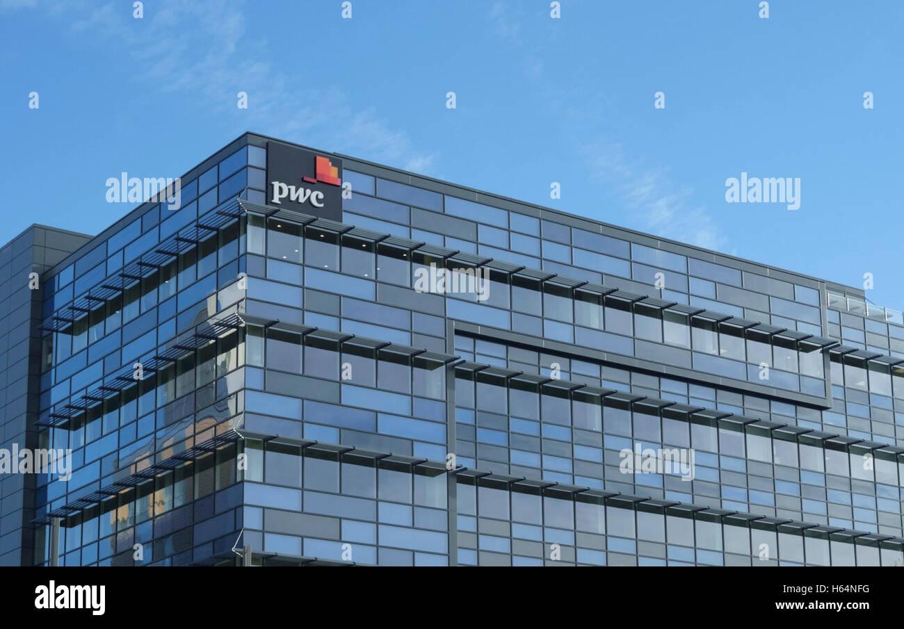 Around Bristol City. The PWC building - Stock Image