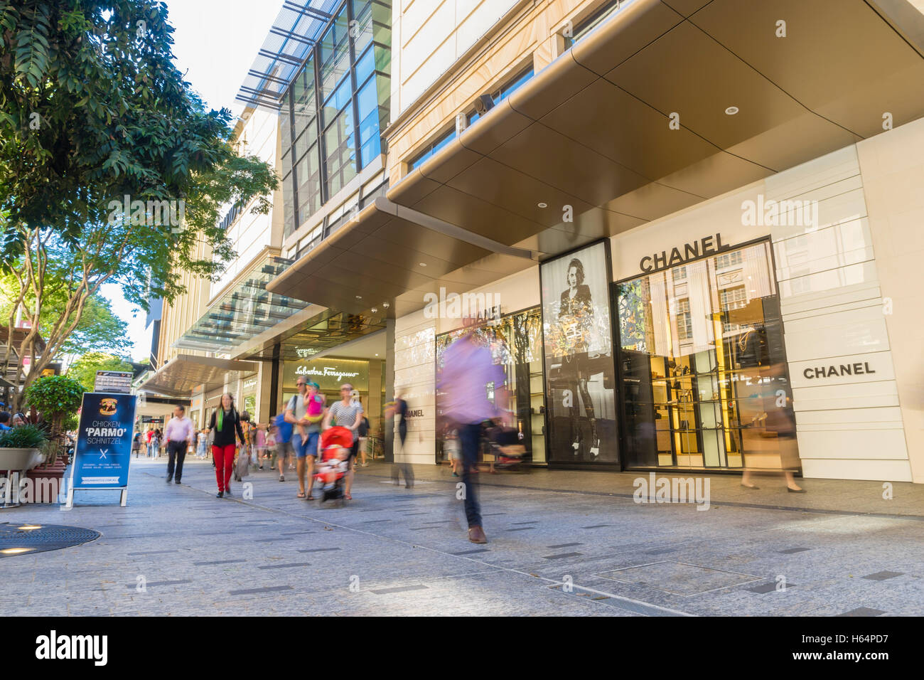 Shoppers in Queen Street Mall in Brisbane - Stock Image