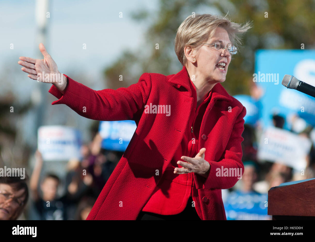 U.S. Senator Elizabeth Warren, Democrat of Massachusetts, speaking at a rally for Hillary Clinton in New Hampshire, - Stock Image