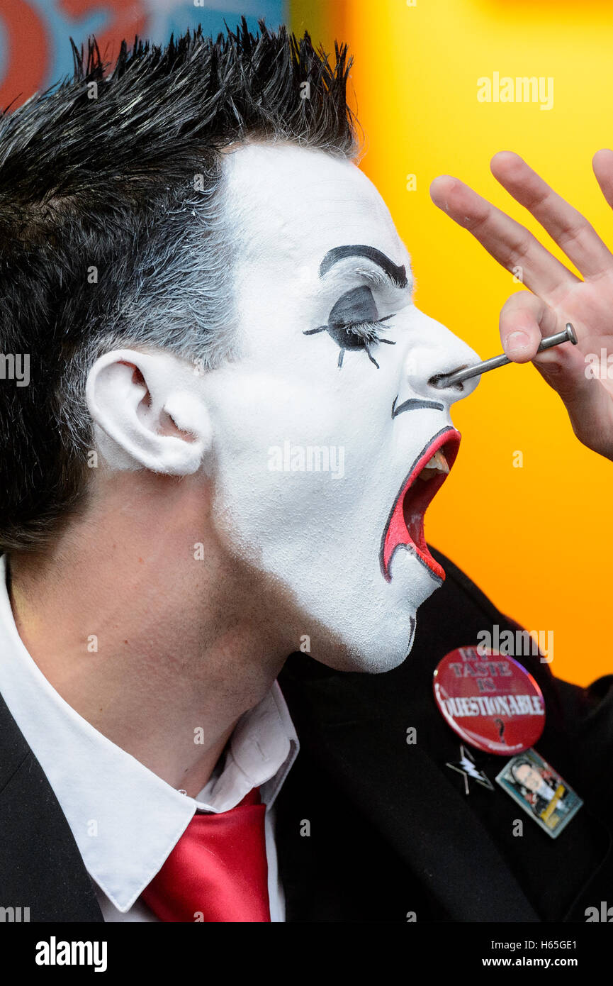 London, UK. 25th October, 2016. Carl Skenes of 20 Penny Circus performs nail insertion into nose stunt at the launch - Stock Image