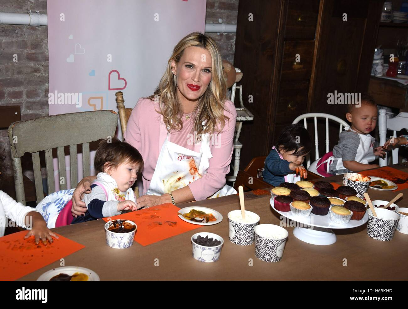 New York, NY, USA. 25th Oct, 2016. Molly Sims in attendance for Dreft Unveils Launch Of America's Messiest Baby - Stock Image