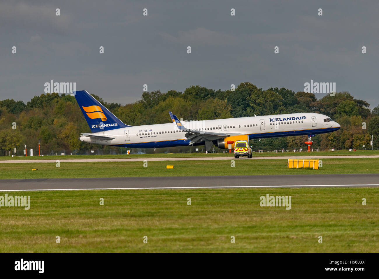 TF-ISS Icelandair Boeing 757-223 Manchester Airport England.Uk Landing, arrivals. - Stock Image