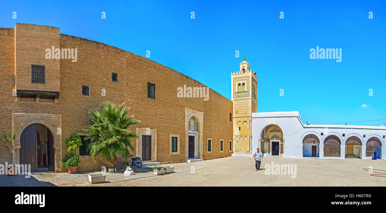 The great courtyard of Zaouia Sidi Sahab (Barber's mosque) the notable landmark of the city, Kairouan Tunisia - Stock Image